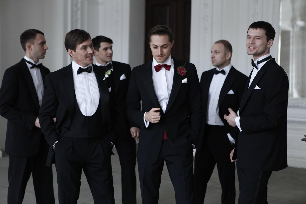 Компания мужчин