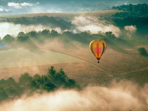 Полет на воздушном шаре утром