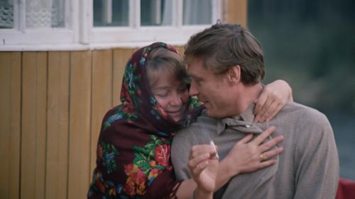 Кадр из фильма Любовь и голубу, Надя с Василием