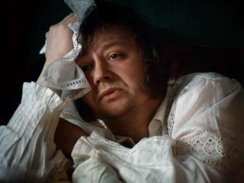 Олег Табаков в роли Обломова, кадр из фильма