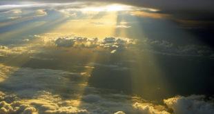 Лучи солнца в облаках