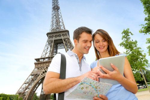 Парень с девушкой в Париже