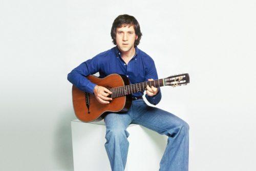Высоцкий с гитарой
