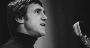 Владимир Высоцкий у микрофона