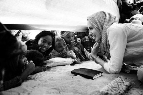 Благотворительность Джоли