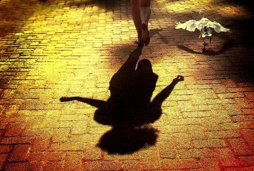 Тень девушки