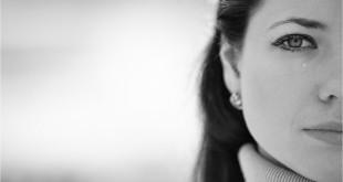 Девушка со слезой