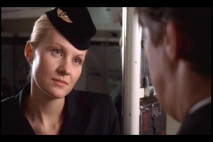 кадр с Ренатой Литвиновой из «Небо. Самолёт. Девушка»
